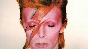 Ett pop-geni med många ansikten. Han hittade tidigt sätt att skriva sig utanför de traditionella rock 'n' roll-ramarna, och genom att ständigt återuppfinna sig själv, med nya sound och stilar, har han lyckats hålla sig intressant genom decennierna.