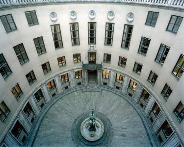 Ivar Kreugers Tändstickspalats av Ivar Tengbom från 1928 rymmer en särpräglad interiör och är juvelen i den svenska klassicismen.